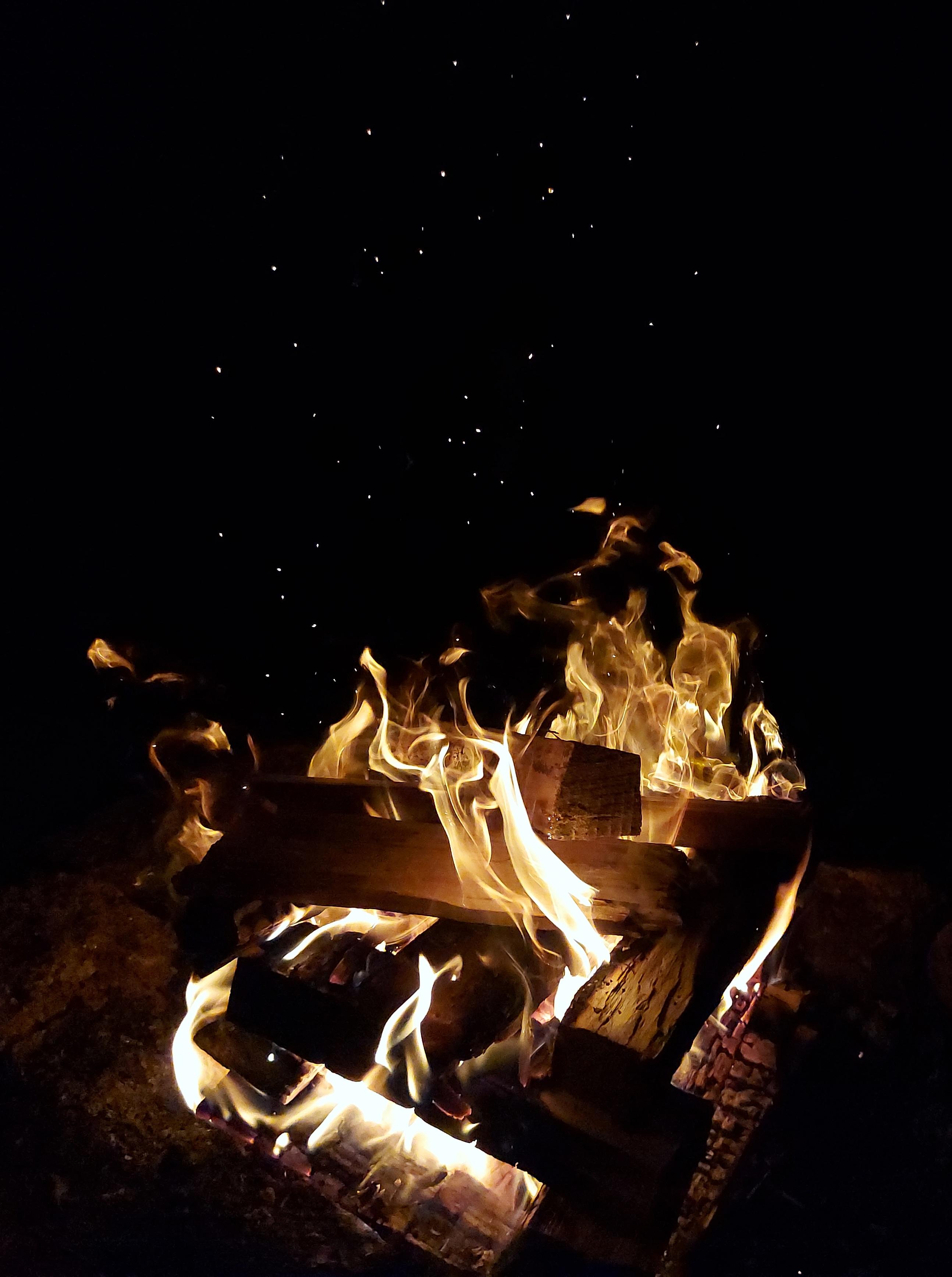 fotka táborového ohně