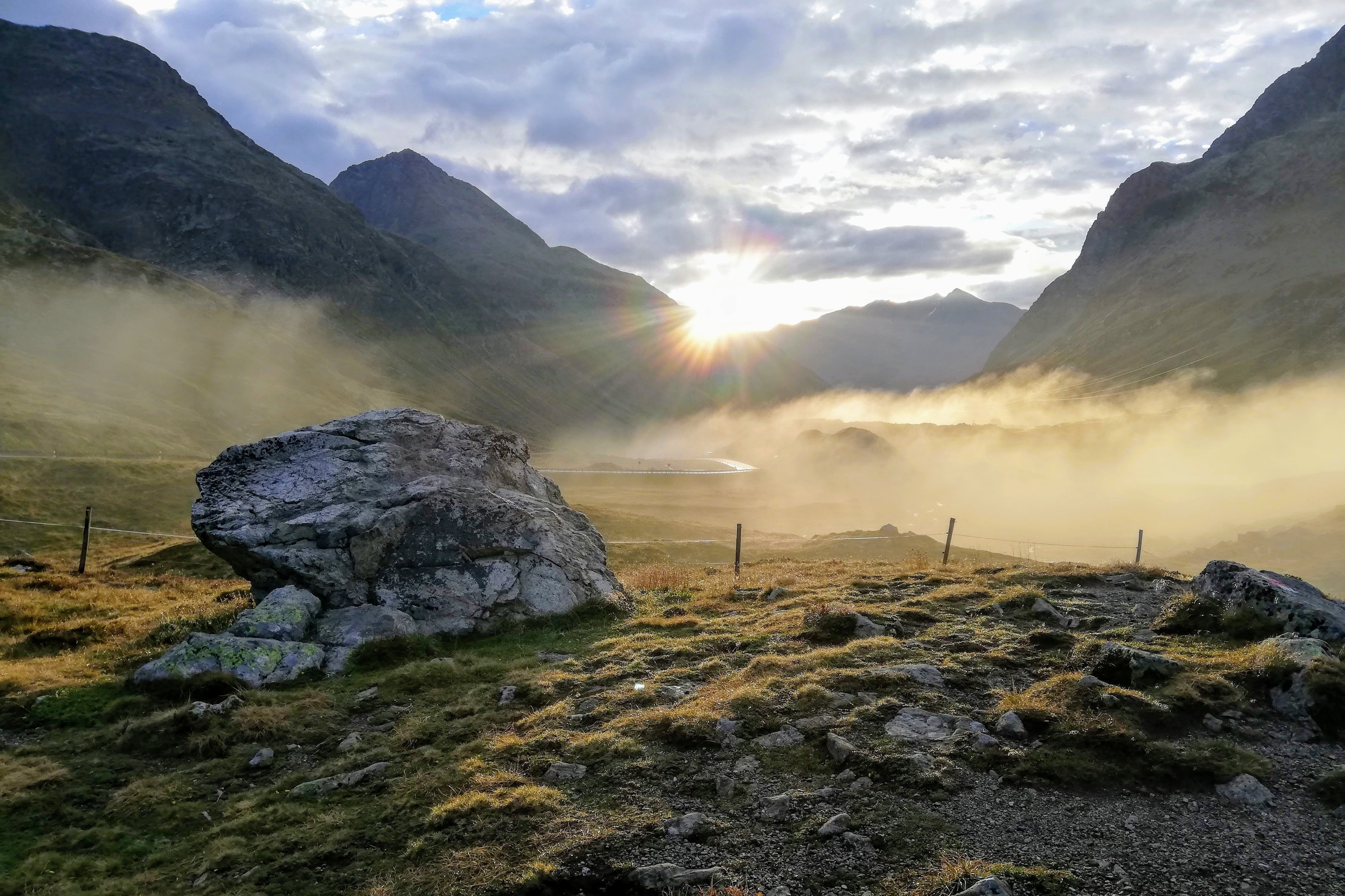 Svítání na Julierpassu ve Švýcarsku